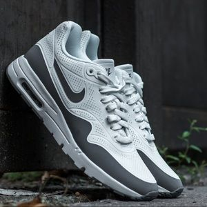 Brand new Nike air max in size 7